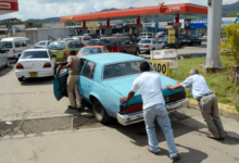 Photo of Acaba la era de la 'gasolina gratis' en Venezuela y se privatizarán estaciones de servicio.