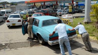 Photo of Acaba la era de la 'gasolina gratis' en Venezuela y se privatizarán estaciones de servicio.