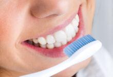 Photo of Tener los dientes blancos no necesariamente significa una buena salud bucal: especialista