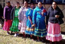 Photo of Sin pizarrón y en la tierra toman clases niños en Sierra Tarahumara