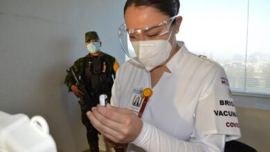 Photo of Vacunan a personal de ISSSTE Hidalgo que lucha en primera línea contra Covid 19
